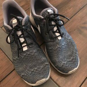Nike Roshe Athletic Shoe